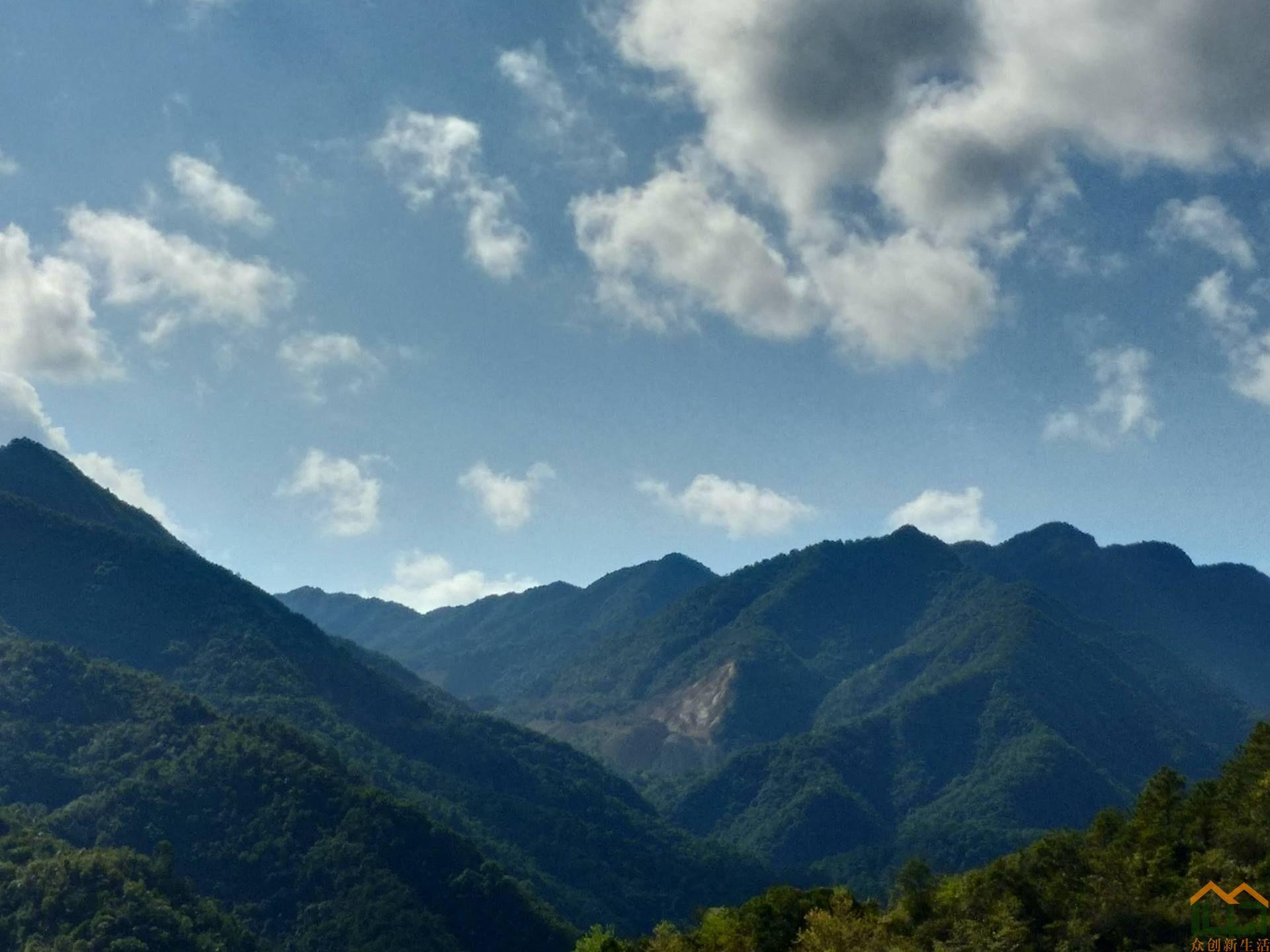 美丽的洋西坑沿途山景